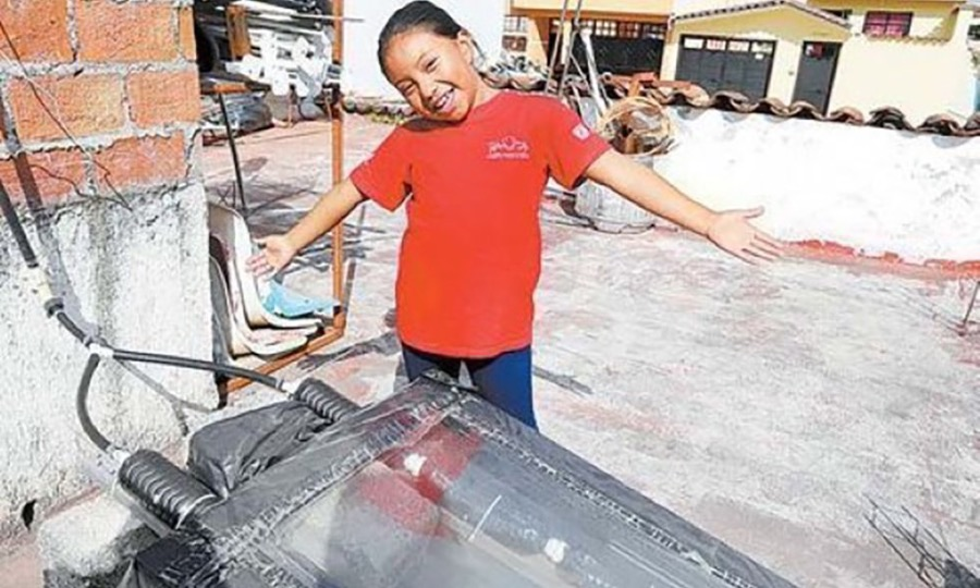 Girl Made Solar Water Heater & Wins Science Prize.